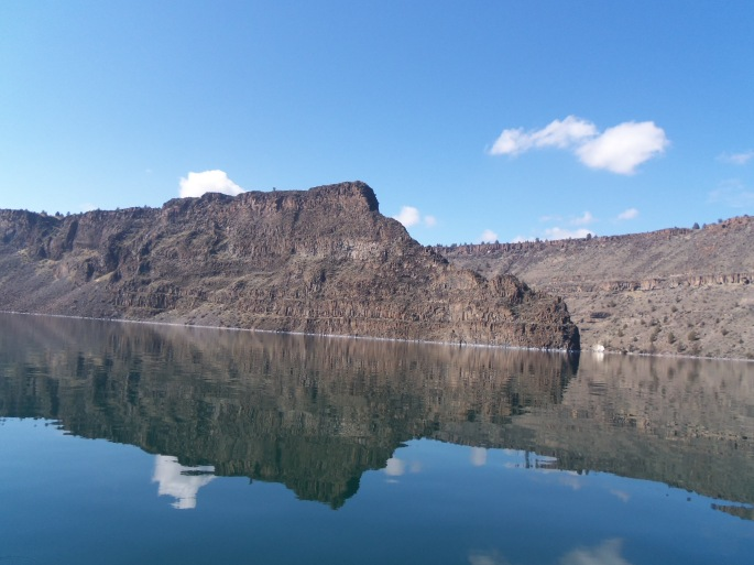 The Island is majestically placed between the Deschutes River and Crooked River where they enter Lake Billy Chinook.