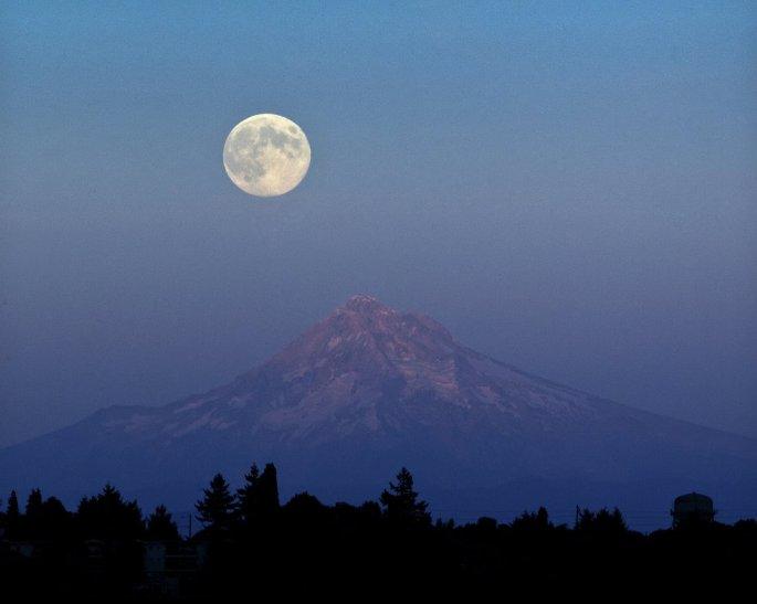 Blue Moon over Mt. Hood (oregonlive 2012)