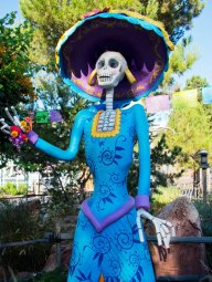 Day of the Dead depicts esqueletos (skeletons) as departed family or friends who have died.